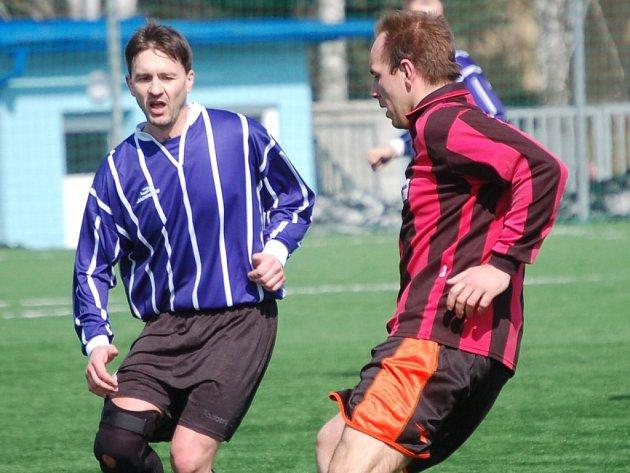 Fotbalisté Plačkova se derou na špici. V jarní části si poradili se silnými týmy Velké Chyšky a Senožat.