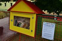 Budka to ale není ledajaká. Uvnitř ní jsou knihy, které si kdokoliv může vypůjčit.