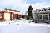 Demolice šestitřídního pavilonu Základní a Mateřské školy v Nové Cerekvi se vyšplhala až na devět milionů korun.