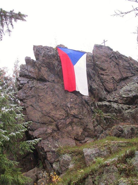 Ve středu 28. října mohou lidé opět vyvěsit české vlajky.