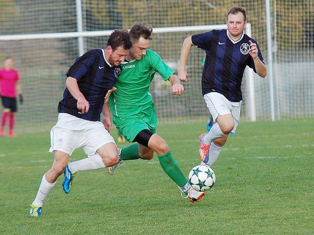 Derby mezi Kamenicí nad Lipou a Žirovnicí rozhodl gól Josefa Hadravy z prvního poločasu. Na další přesné trefy čekali diváci marně. Vítězové si upevnili druhou příčku v tabulce.