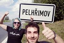 Zdeněk Lžičař s Anežkou Valigurskou při květnové kvalifikaci. Trasa je zavedla i do Pelhřimova.