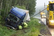 Do patníku a čtyř stromů narazil na spojnici mezi Pelhřimovem a Humpolcem řidič náklaďáku.