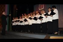 Pěvecký sbor Lípa si ke sto třicátému osmému výročí nadělil tradiční koncert. Pátek v kamenickém kulturním domě tak patřil příznivcům sborového zpěvu.