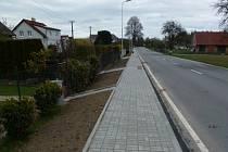 V Petrovicích mají nový chodník dlouhý zhruba 190 metrů. Foto: se souhlasem Josefa Bloudka