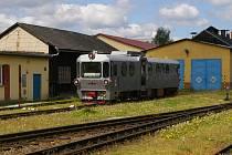 Po kolejích jezdí modernizovaný vůz.