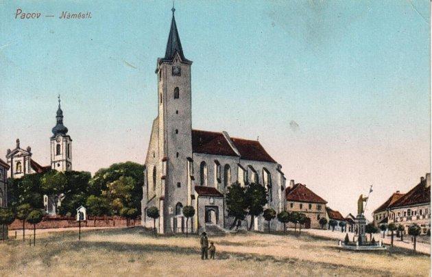 Na historickém snímku je vidět, jak vypadalo náměstí Svobody vPacově vprvní polovině minulého století.