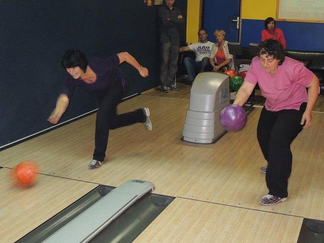 Turnajem v bowlingu začaly Týdny pro duševní zdraví.