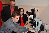 Na pelhřimovském gymnáziu bylo v pondělí slavnostně otevřeno nové badatelské centrum.