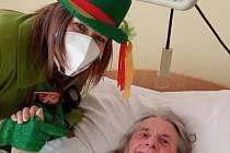 Masopustní veselí v Nemocnici Pelhřimov. Personál potěšil pacienty oddělení pro dlouhodobě nemocné. Foto: Archiv Nemocnice Pelhřimov
