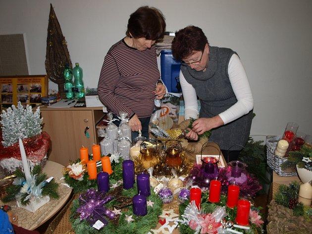 Ukázka výroby vánočních ozdob a věnců