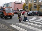 Děti si kromě poučení o správném přecházení ulice odnášely i drobné pozornosti jako například bonbony, tužky nebo pexeso.