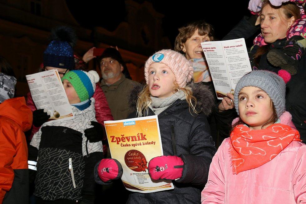 Česko zpívá koledy na Masarykově náměstí v Pelhřimově.