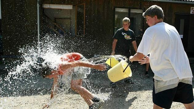 Poklad na stříbrném jezeře, tak nazvali pořadatelé letošní florbalový tábor.