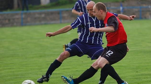 Jiří Pikl (vpravo) po návratu z Rakouska ještě v optimální herní pohodě není.