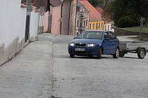 Karmelitánská ulice si musela na obnovení provozu zpočátku zvykat.