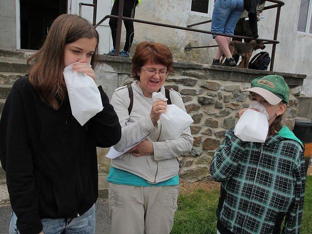 K vyklantickému pochodu patří už od poloviny šedesátých let minulého stoleti nafouknuté papírové pytlíky.