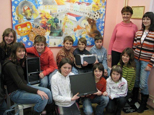 Časopis Ámosek vychází v Základní škole v Košeticích již devátým rokem . Za svou éru sklidil řadu ocenění. Tím největším je prvenství v letošní krajské soutěži a získání počítače s tiskárnou.
