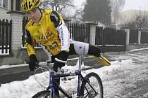 """Marcel Brož má největší respekt z cyklistické části ironmanského závodu. Připravoval se na ni poctivě, i za té největší sloty. """"Je to hodně o psychice. Prostě, aby mě to po nějakých sto kilometrech nepřestalo bavit,"""" říká pětatřicetiletý nováček."""
