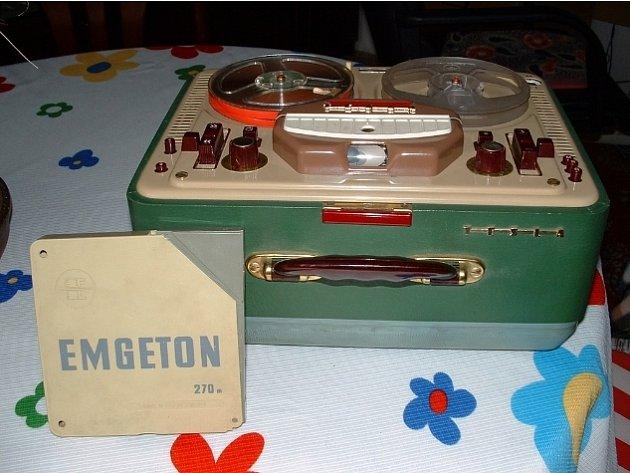 Elektropřístroj s označením Sonet Duo z dílen československé společnosti Tesla byl začátkem šedesátých let obrovskou novinkou na trhu. Řada moderních domácností ji vlastnila a mohla tak nahrávat a poslouchat jak domácí tak i zahraniční hity.