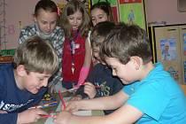 Děti se ve školních družinách pobaví, ale i  připraví na vyučování. Snímek pochází ze Základní školy Krásovy domky v Pelhřimově.