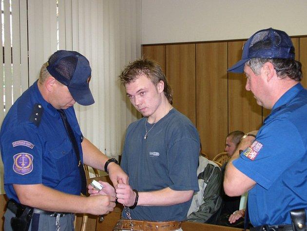 Pátý rok za mřížemi. Teprve jako 18letý byl Václav Matějka obviněn a později i odsouzen za vraždu řezníka. Rozsudek tehdy neunesl aslovně napadl soudce.
