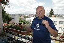 Pavel Nenadál fotbal miluje natolik, že bez něj nemůže být. Stal se vedoucím mužstva Košetic.