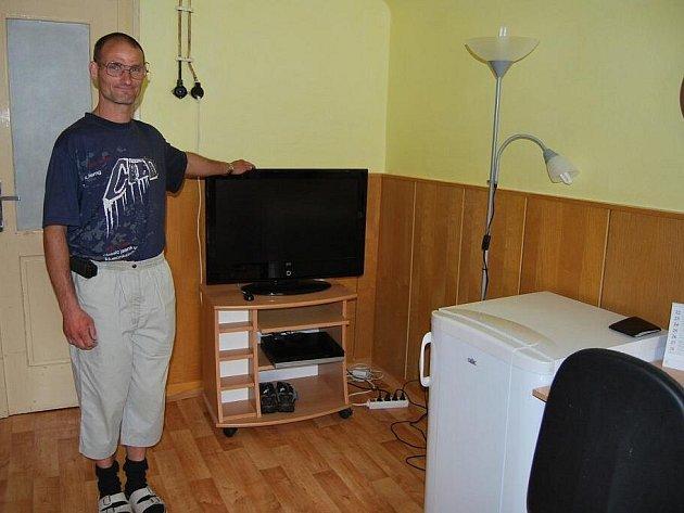 Pavel Bomb i Karel Chytráček si na vybavení bytu našetřili sami