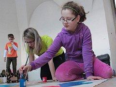 V sobotu dopoledne děti kreslily a malovaly.