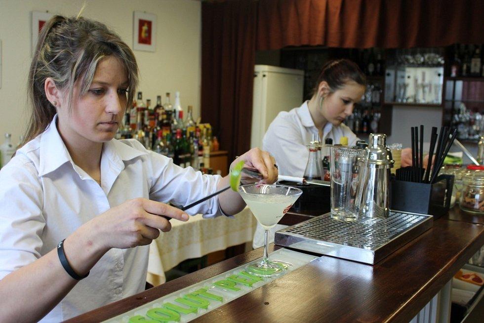 Barmanský kurz na pelhřimovské hotelové škole.