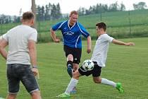 Fotbalisté Košetic si duely s Pelhřimovem užívali.