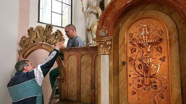 Pelhřimovský kostel svatého Víta bude na rok bez barokního oltáře svatého Floriána.