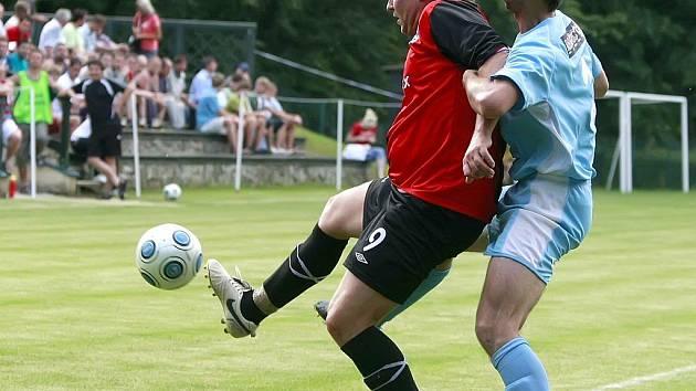 Lukáš Staněk (u míče) se neprosadil, a i proto Humpolec remizoval 0:0.