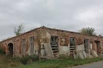 Takto objekt vypadal v červenci, dnes už vesnici nehyzdí.
