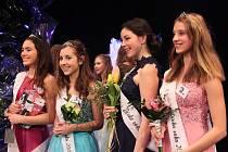 Oceněné soutěžící. Zleva: Adéla Pejchová (3. místo), Veronika Říhová (2. místo), Lucie Linhartová (4. místo), Kateřina Jaklová (1. místo a titul Miss Sympatie)