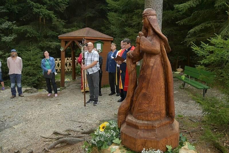 Pouť k prameni svaté Ludmily u Počátek