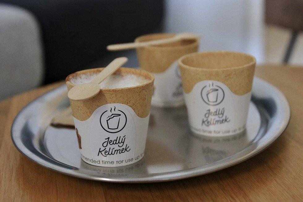 V humpolecké kavárně nově nabízejí jedlé kelímky.