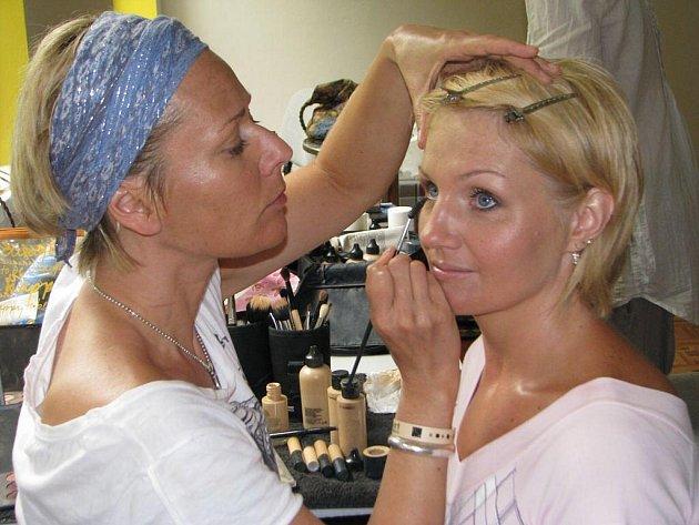 Semifinalistky soutěže Pretty Woman podstoupily v kateřinském Resortu kromě jiného také proměnu vzhledu.