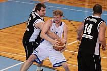 Basketbalisté Žďáru si na své konto připsali dvě povinná vítězství nad Pelhřimovem. Poslední celek druhé ligy v prvním utkání přestříleli. V odvetě soupeř odpadl fyzicky.
