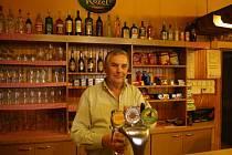 Pohostinství U Kolářů se před rokem objevilo i v televizi, při reportáži o vyhlášení prohibice. Kolářovi totiž museli začít z výčepu odnášet lahve s tvrdým alkoholem přímo během oslavy.
