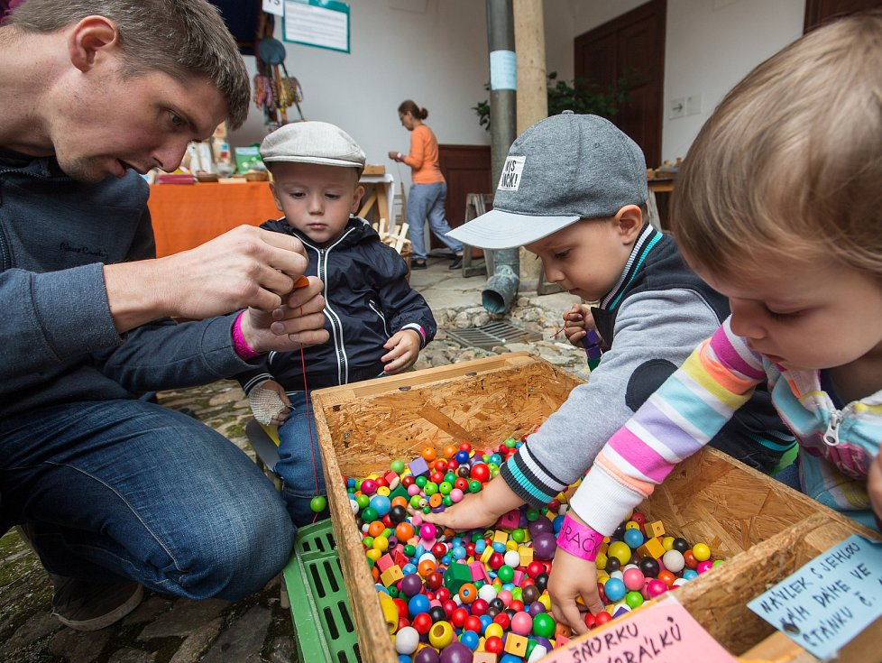 13. ročník Hračkobraní - festivalu hraček z přírodního materiálu v Kamenici nad Lipou.