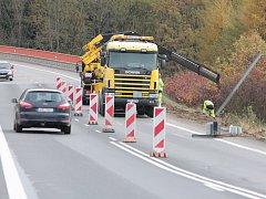 Ve středu vyprošťovací firma odstraňovala následky nehody a provoz řídily semafory.