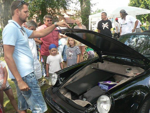 Milovníci vozů značky Porsche si v Jiřicích přišli na své.