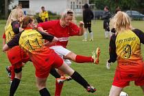 Už tradiční klání ženských fotbalových týmů se v sobotu uskutečnilo v Žirově.