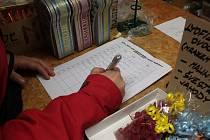 Petici na záchranu Tichého mlýna podepisovali zájemci také v pelhřimovské Voříškárně Alma.