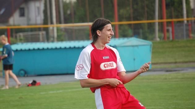 Pelhřimovský útočník Petr Liška byl pro obranu Okříšek k neudržení. Za poločas stačil nastřílet tři góly, z toho dva byly takzvané do šatny.
