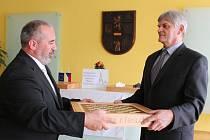 V pátek se v zasedací místnosti Městského úřadu v Pelhřimově konalo slavnostní zakončení projektu a zároveň předání šachových boxů.