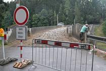 Plánované opravy hráze přes Sedlickou přehradu jsou v plném proudu.