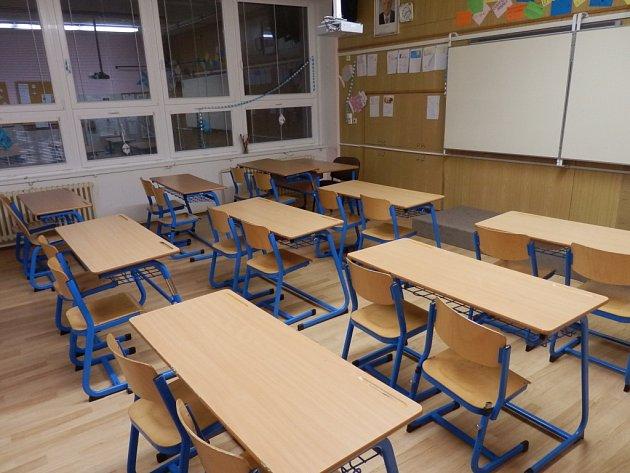 Škola má nové podlahy.