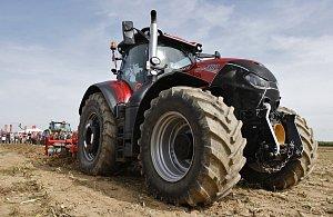 Z řidičů náklaďáků se automaticky stanou traktoristé. Odborníci protestují